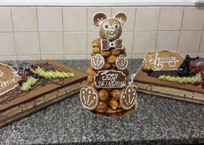 Une sculpture de pains sucrés en forme d'ourson